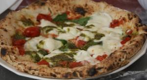 la-pizza-con-il-pesto-di-gino-sorbillo